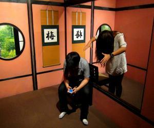 Музей оптических иллюзий и Диснейленд в Гонконге